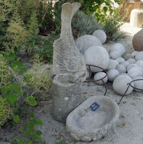 Antique small garden fountain in stone for sale at Alain Bidal Antique Materials in Provence.
